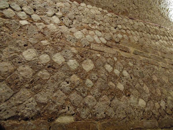 Opus Reticulatum sulle pareti
